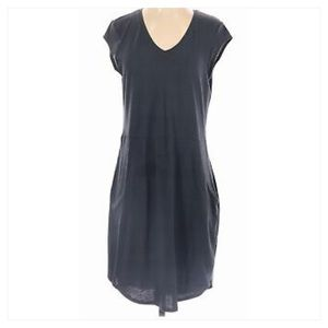 The North Face Women Grey Active Dress. Size M